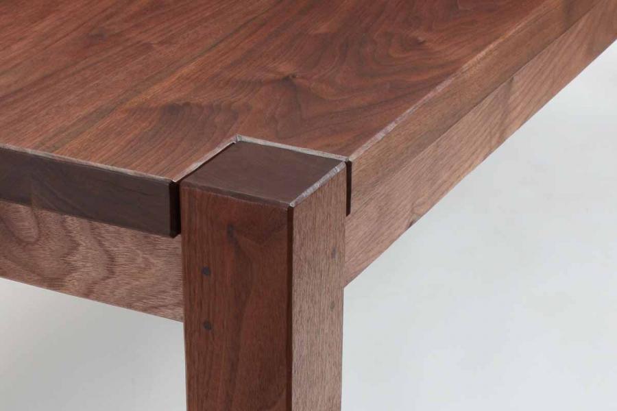 Steele table corner detail