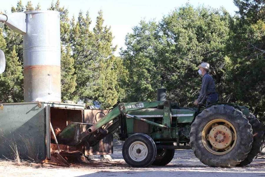 unloading the dust holding bin