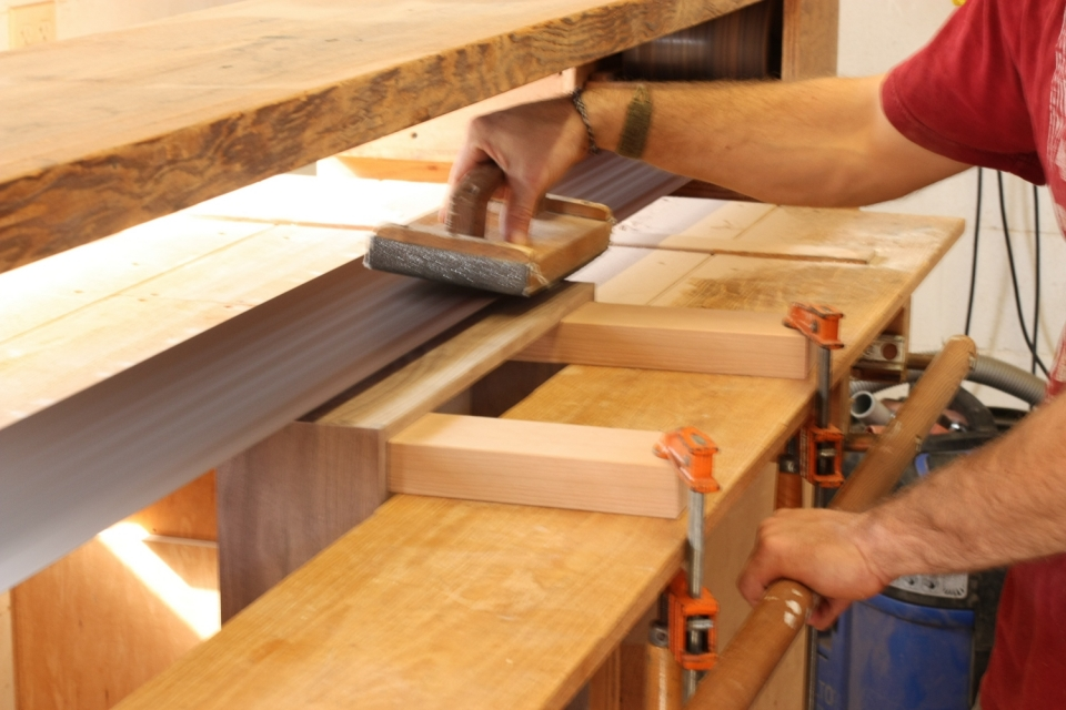 stroke sanding drawer side, close up