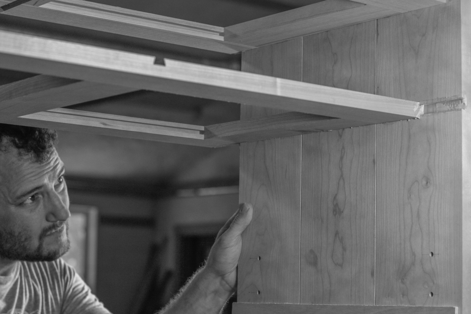 Will guiding shelf along the tapered dovetail way